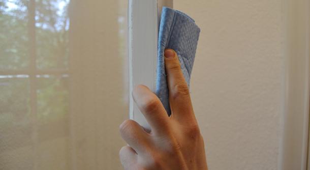 Reinigen Sie Ihre Fenster bevor Sie das Dichtungsband befestigen.