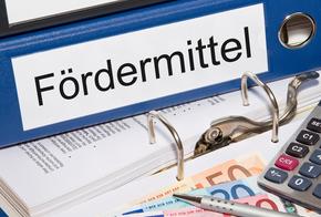 Aktenordner mit Aufschrift Fördermittel (KfW)